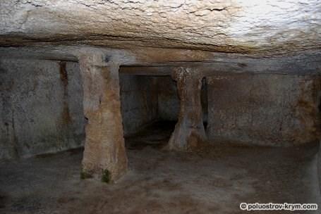 Тюрьма. Пещерный город Чуфут-Кале. Крым