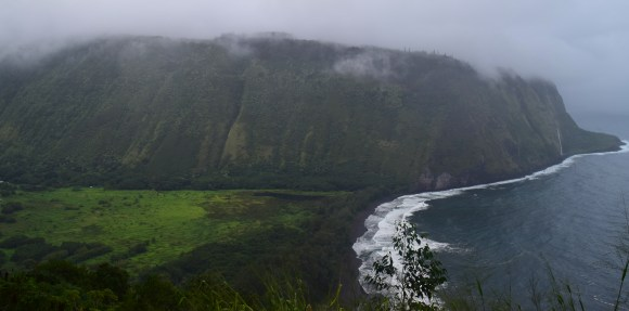 https://polymathically.wordpress.com/2015/02/06/weekly-photo-challenge-scale-or-waipio-valley-hawaii/