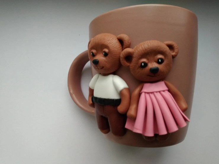 14 Polymer clay cup decor: A couple of bears