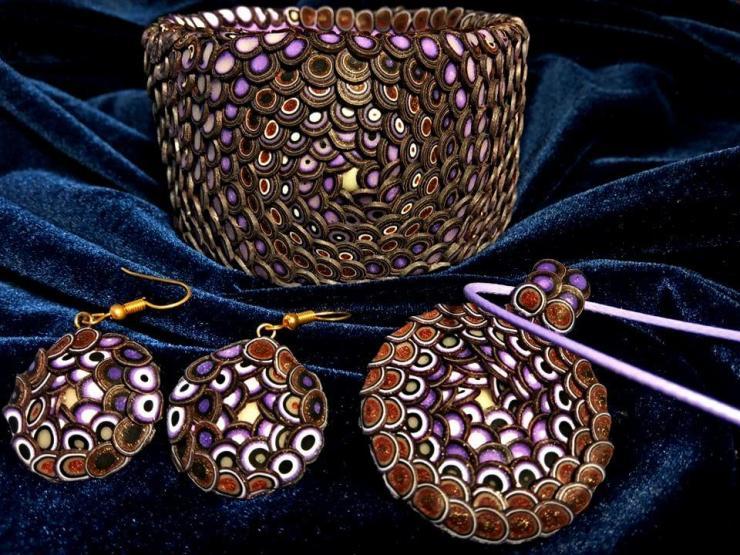 Scaly Jewelry Set: Bracelet, Pendant, Earrings.