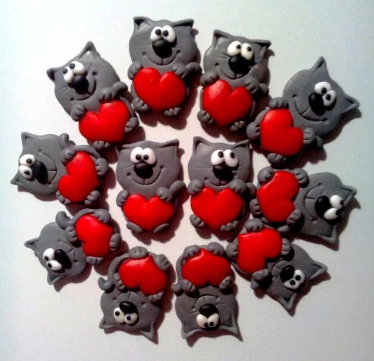 Polymer clay brooches ideas: Cats with hearts