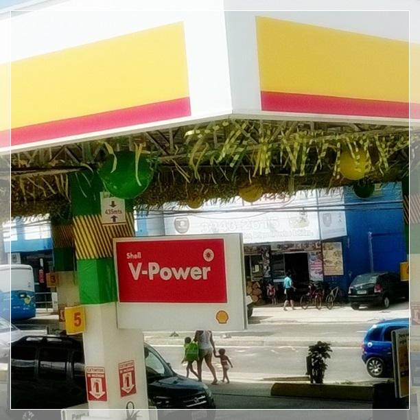 Toda a cidade decorada com bandeirinha e as cores verde e amarelo. Achei tão festivo <3