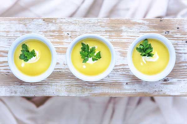 Zupa krem z kalafiora z mlekiem kokosowym