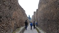 Walking the streets of Pompei, hoping we do not stumble upon the Lupanare Grande, the most famous brothel of Pompei (according to Wikipedia).