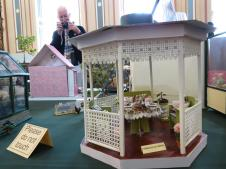 Another miniature display, lot's of detail to look at