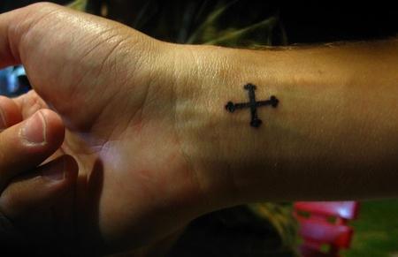 Sjeich Yusuf heeft persoonijk zijn tattoo gezien die elke koptische christen