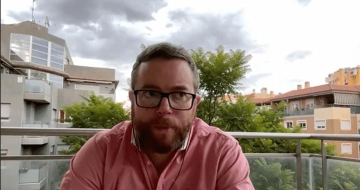 Matthew Bennett: «El periodista es el que te cuenta las cosas sin intentar venderte nada».
