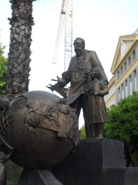 Posąg bł. Bartola Longa