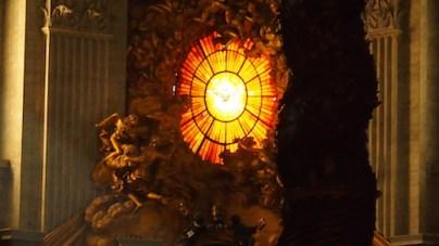 Witraż z Duchem Świętym