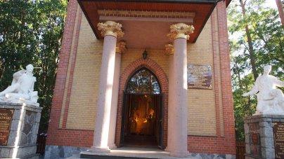 Kaplica w lasku Grąblińskim