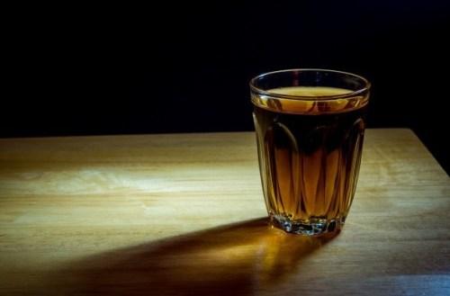 Alkoholizm alkohol szklanka