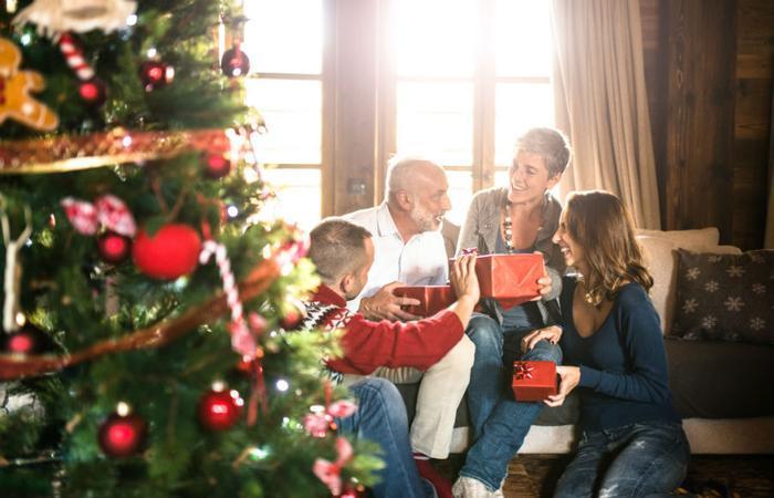 Rodzina podczas świąt Bożego Narodzenia