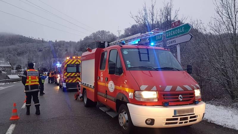 🇫🇷 Saint-Firmin (05) : Une voiture fait une sortie de route et fini dans un torrent