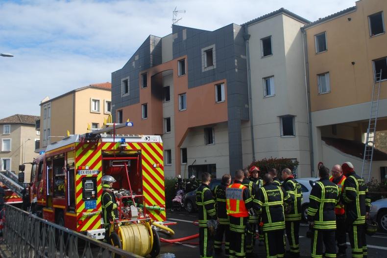 ?? Villefranche-sur-Saône (69) : Trois personnes se défenestrent pour échapper aux flammes
