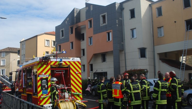 🇫🇷 Villefranche-sur-Saône (69) : Trois personnes se défenestrent pour échapper aux flammes
