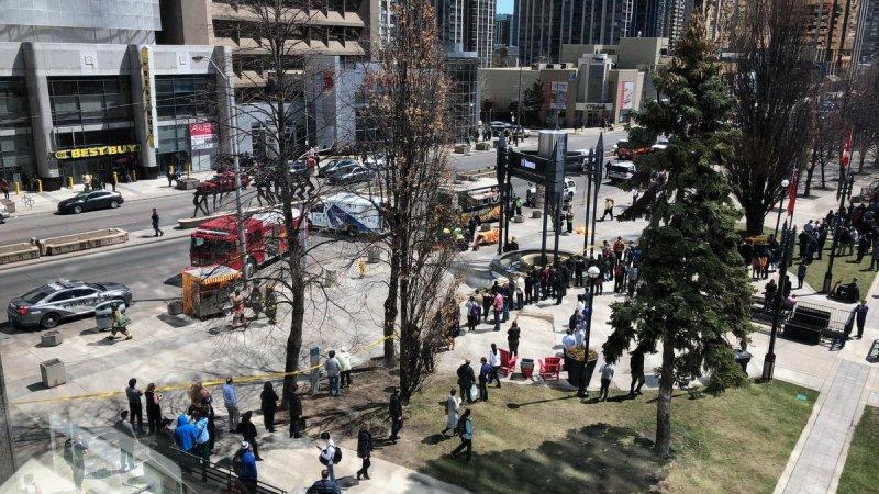 ?? Toronto : Une camionnette renverse plusieurs piétons