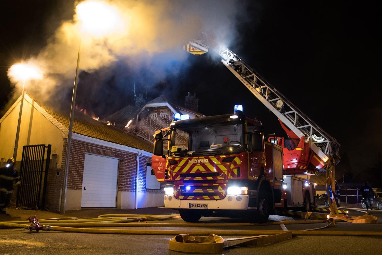 ?? Douai (59) : Violent feu de toiture d'une maison