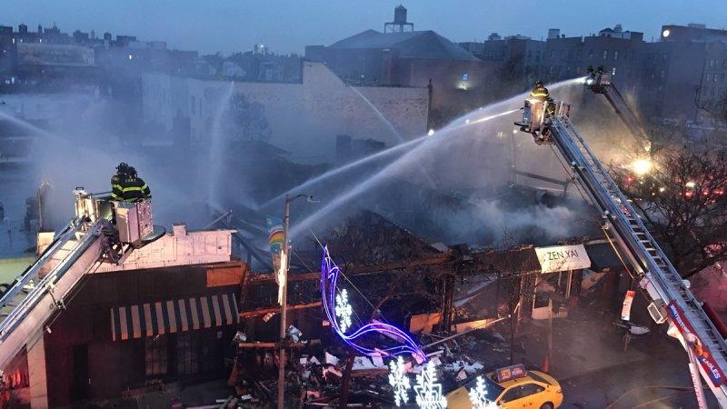🇺🇸 New York : Un backdraft blesse 7 pompiers en intervention