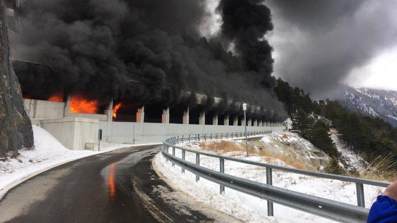 🇨🇭 Schallberg : Un autocar prend feu dans un tunnel