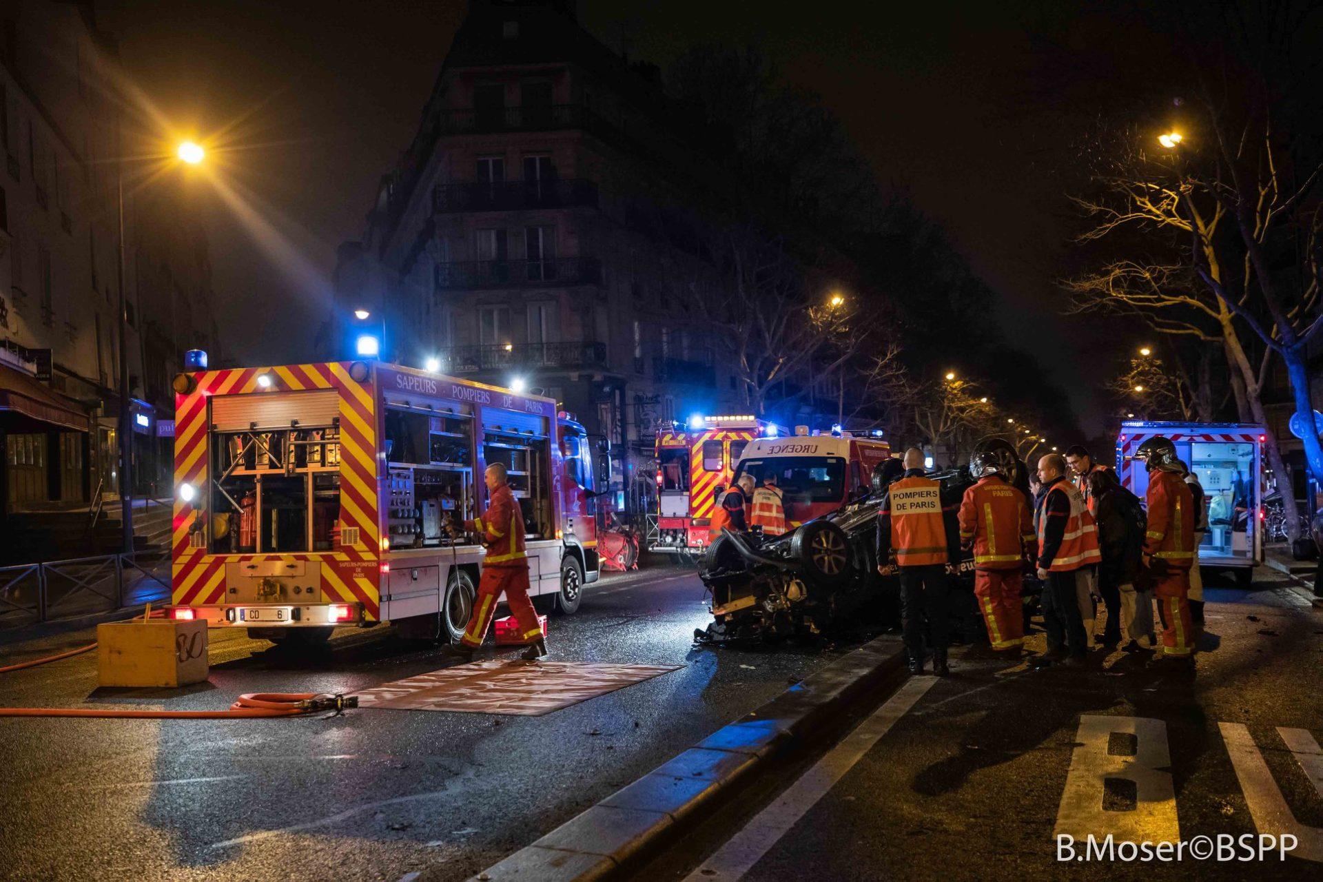 ?? Paris (75) : Désincarcération d'un conducteur bloqué dans sa voiture sur le toit