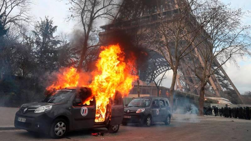 ?? Paris (75) : Une voiture Vigipirate de l'Armée de Terre incendiée