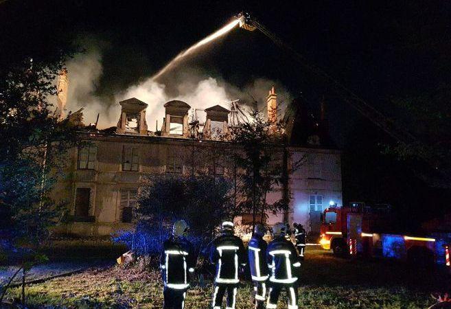 🇫🇷 Orléans (45) : Un château ravagé par un incendie