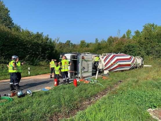 🇨🇭 Bernex : Un camion se renverse et bétonne l'autoroute