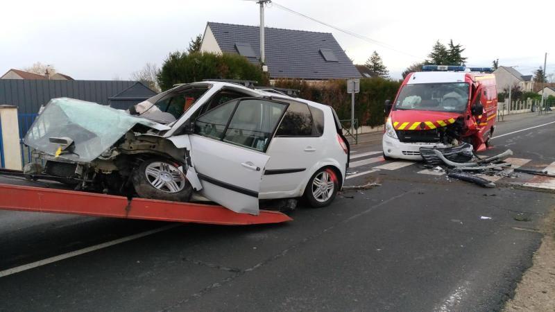 ?? Darvoy (45) : Collision entre une ambulance des pompiers et une voiture, un mort et quatre blessés
