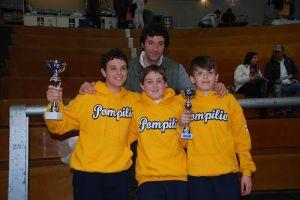 Edoardo Zanello festeggia la vittoria con i suoi allievi.
