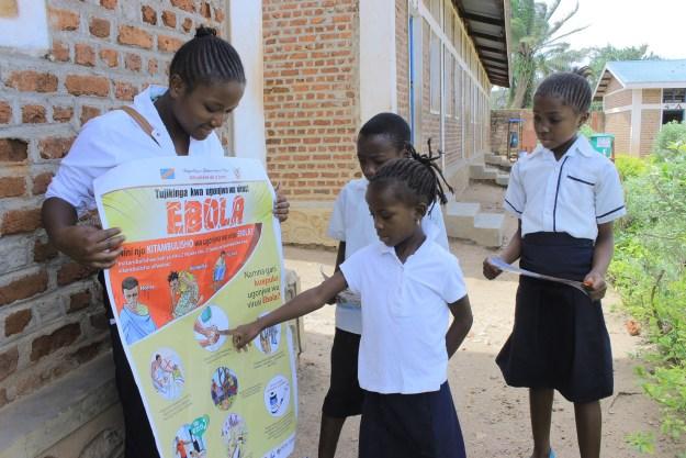 Sensibilisation sur le lavage des mains dans une école primaire de Beni
