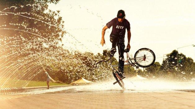 4 Tips Bersepeda yang Tetap Aman di Tengah Musim Penghujan   source: alphacoders.com