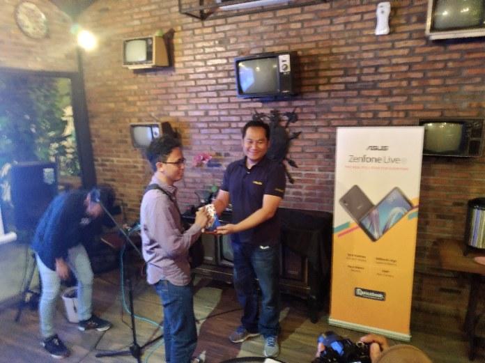 Penerimaan Hadiah Zenfone Live L1 | Foto by Primastuti Satrianto