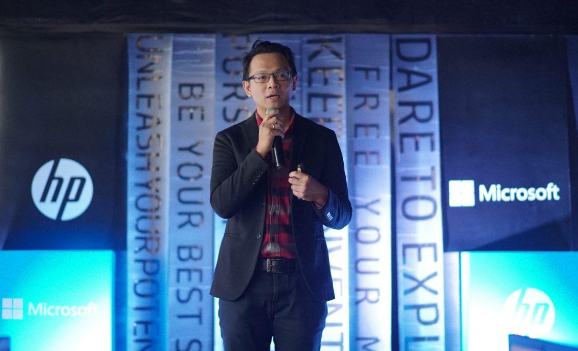 Hansen Wijaya, Indonesia Consumer Personal System Lead, HP Inc. memperkenalkan inovasi PC premium, HP Spectre x360