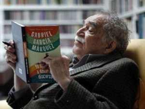 Gabriel García Márquez anotando su ultima obra 'Yo no vengo a decir un discurso' (2010)