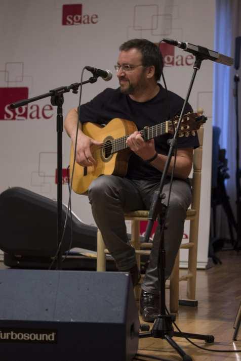 Pablo Méndez a la guitarra en la SGAE | (CC) Paula Díaz