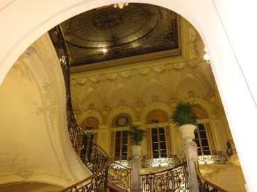 Zacapa Room | Un viaje sensorial al universo del ron Zacapa | Hasta 02-10-2014 | Vidriera escaleras del Casino de Madrid