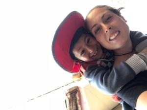 4ª Caña Solidaria Tumaini | 29/11/2019 | Espacio Inclover | La Latina | Madrid | Voluntaria con niño