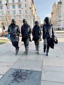 Los Beatles viajan hacia la Estrella Polar desde Robledo | Conferencia-Concierto | 01/02/2020 | CDC El Lisadero | Robledo de Chavela | Comunidad de Madrid | Estatua de The Beatles en Liverpool