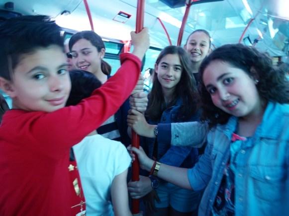 Nel autobús de camín al Antiguu Institutu