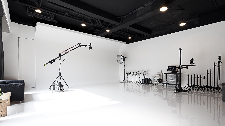 微光視覺 / Broncolor & Phase one 出租 / 一樓挑高四米三,近捷運
