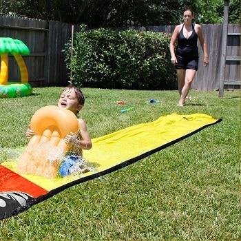 שטיח משפריץ מים לילדים