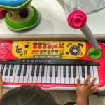 キッズキーボードDXでマイクと鍵盤を使い倒している娘です!