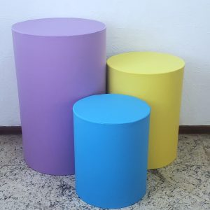 Trio mesas cilindro com capa cores Lilás/Amarelo/Azul Turquesa