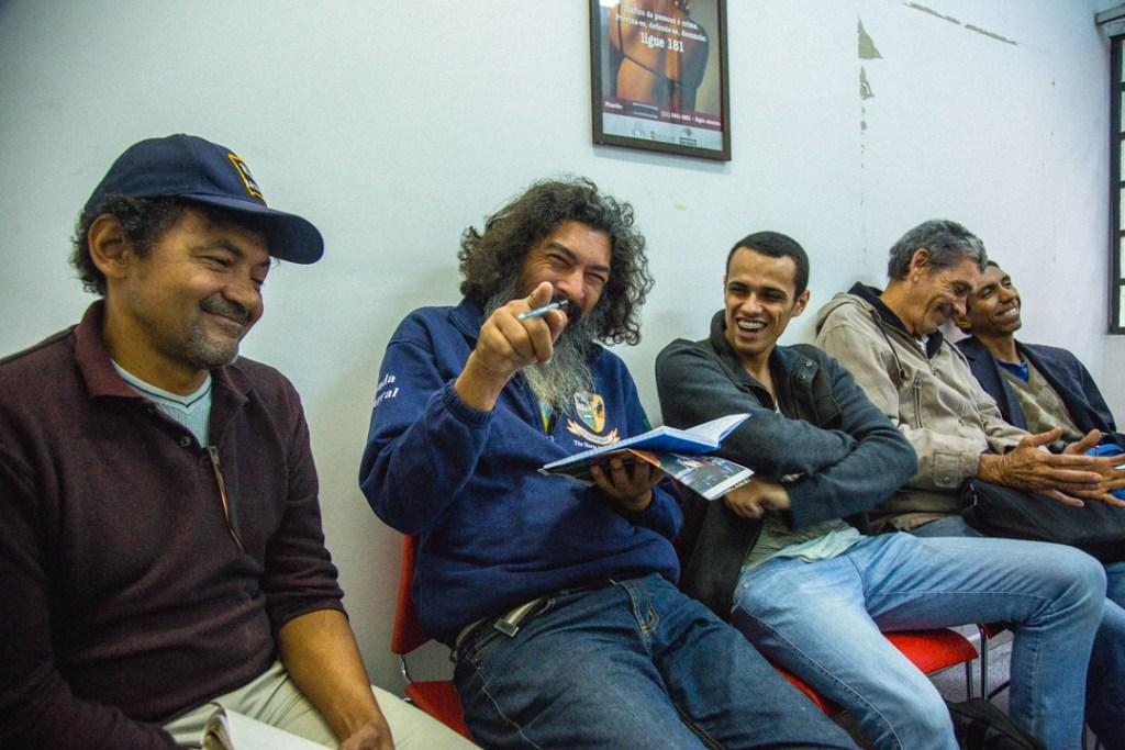 Pesquisadores trabalham técnicas de reportagem com a equipe da Ponte. Foto: Caio Palazzo