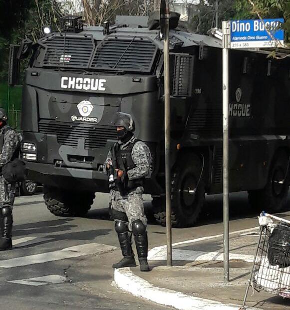 Policiais cercaram ruas do centro de São Paulo nesta manhã
