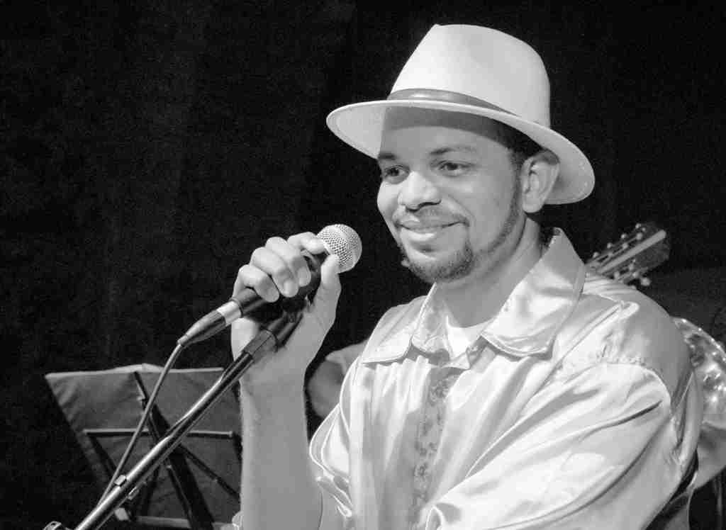 Madredivino de coração, Adão Camilo é samba no choro, sábado