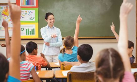 Fator previdenciário incide na aposentadoria por tempo de contribuição de professor segurado do INSS