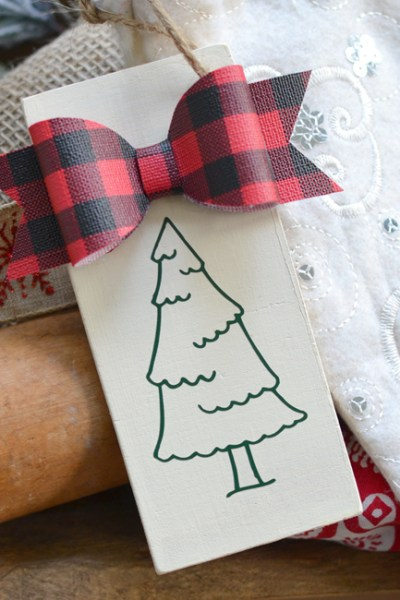 Free Christmas Tree Cut File – Silhouette and Cricut – Gift Tag Project Idea