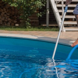 5 Benefits of Hiring a Pool Cleaning Service 3