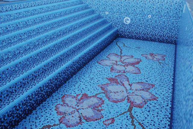 glow in the dark mosaic tiles pool